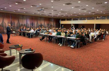 Na prvú vzdelávaciu konferenciu prišlo viac ako 100 hráčov